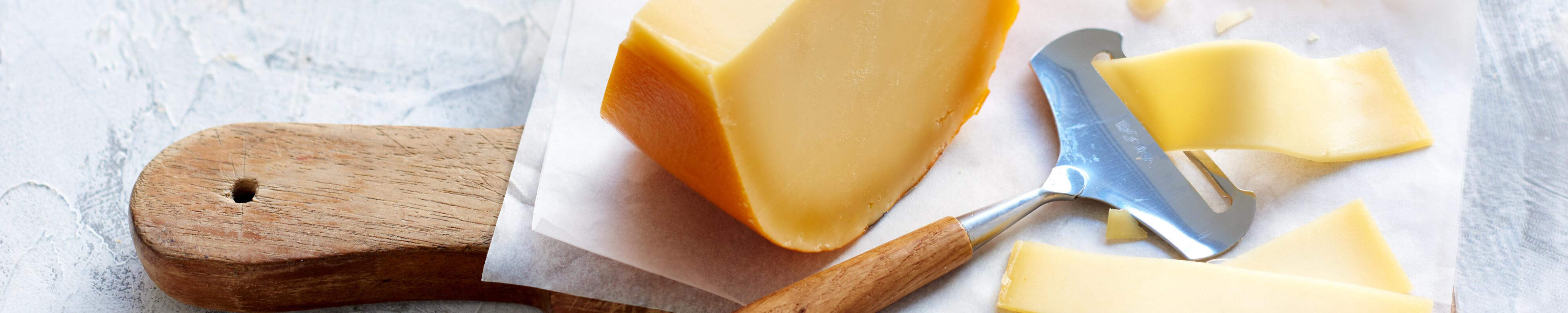 Kaasschaaf met plakje kaas