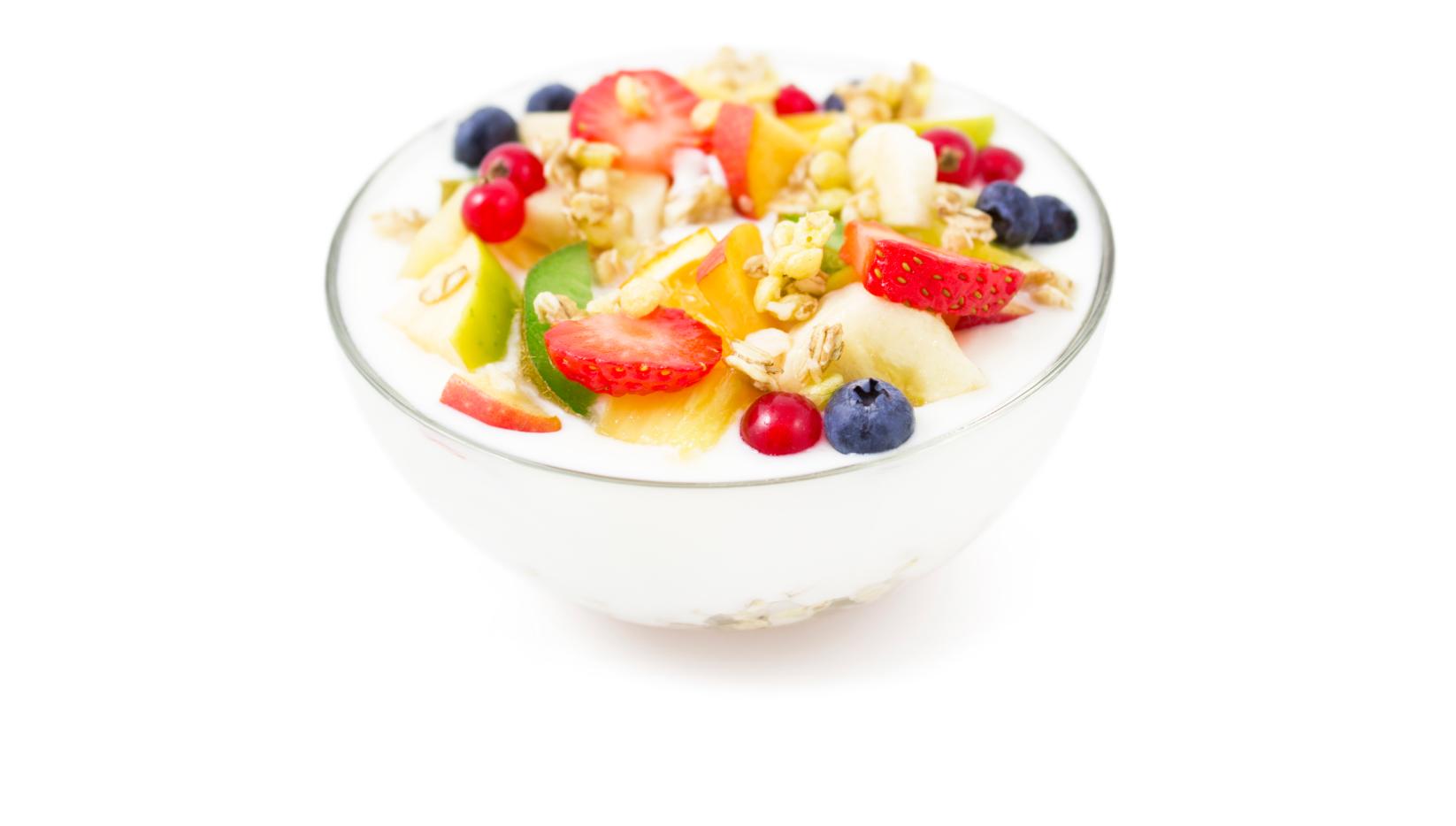 Yoghurt met heel veel fruit in kom