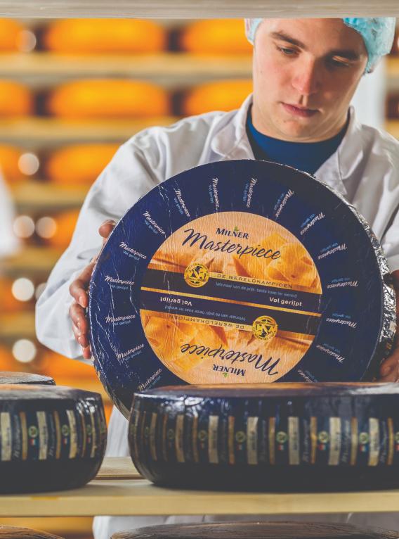 Man met ronde kaas